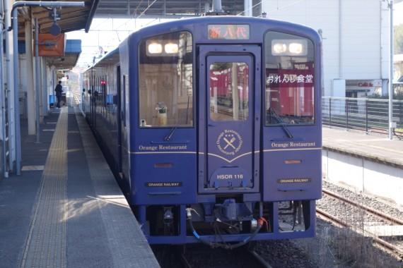 話題のクルーズトレイン『ななつ星』など、多くの観光列車を企画してきたJR九州と水戸岡鋭治氏のコラボの一つである。
